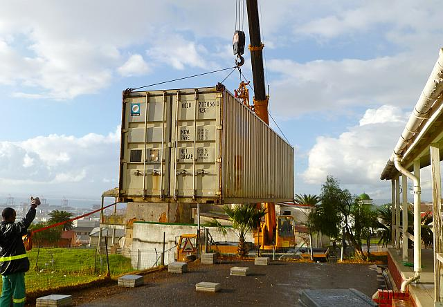 Waterfront Rotary Club: Container Library being placed